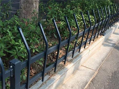 常州交通护栏-草坪护栏安装
