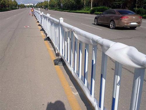 常州道路防撞护栏安装现场