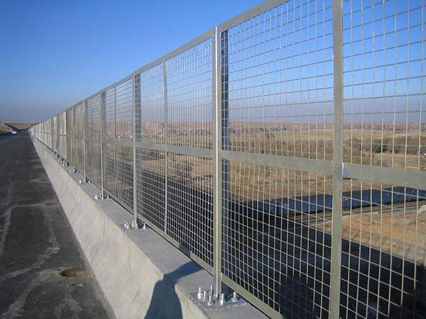 常州城市道路护栏-高速公路护栏现场安装