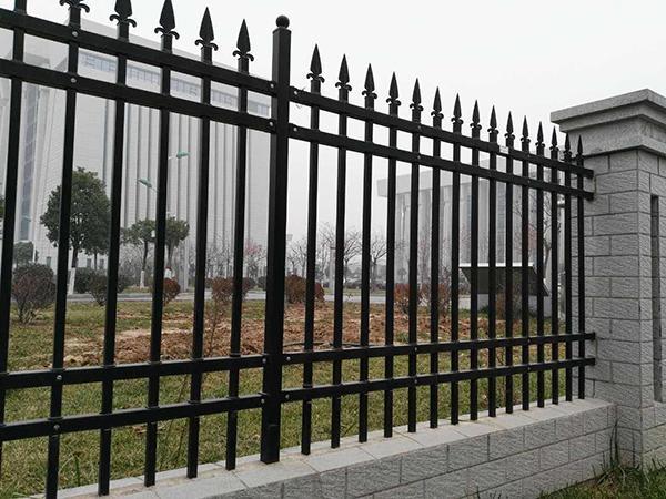 常州城市道路护栏-围栏安装