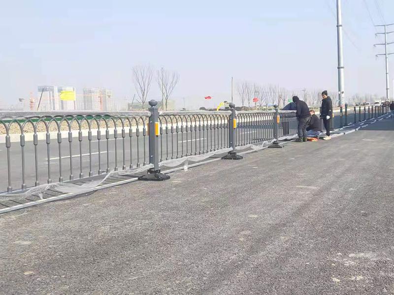 江苏交通护栏安装完工